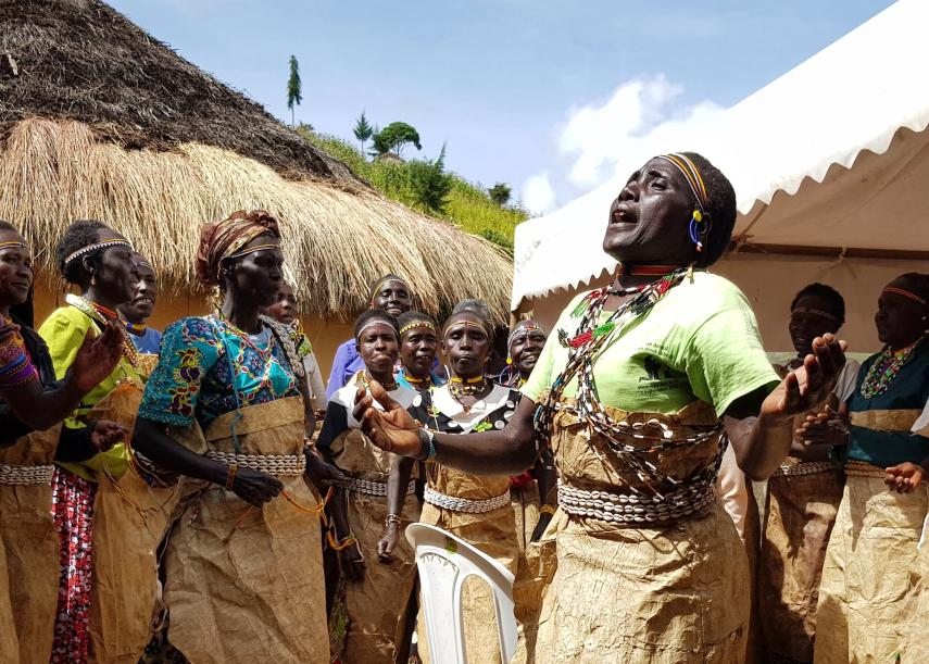Soloist, Paulina Yego, sings with Sengwer Women's Traditional Singing Group © Poppy Kohner